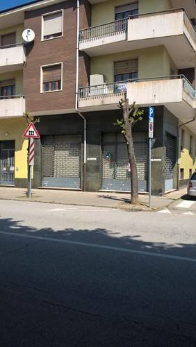 Negozio / Locale in vendita a Bra, 3 locali, prezzo € 90.000 | CambioCasa.it