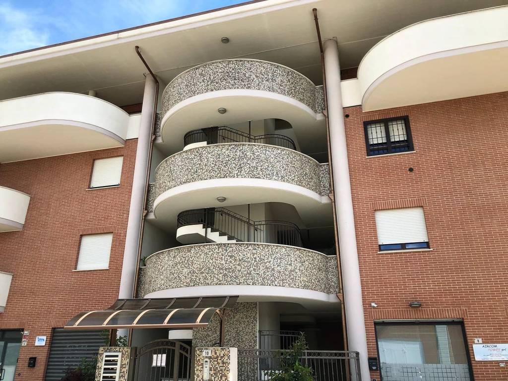 Appartamento in ottime condizioni in vendita Rif. 7362584