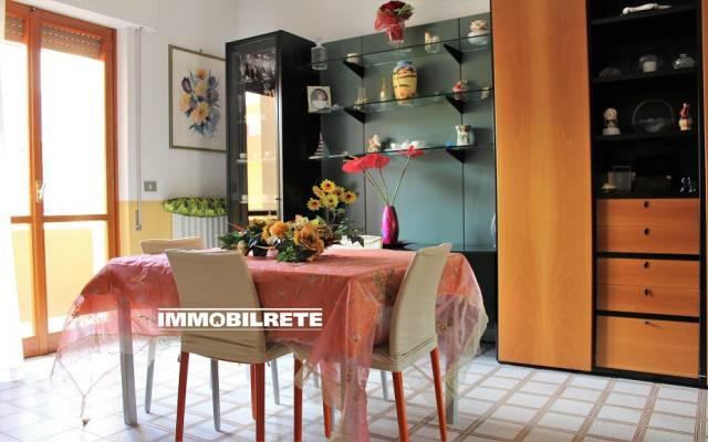 Appartamento in buone condizioni in vendita Rif. 6581755