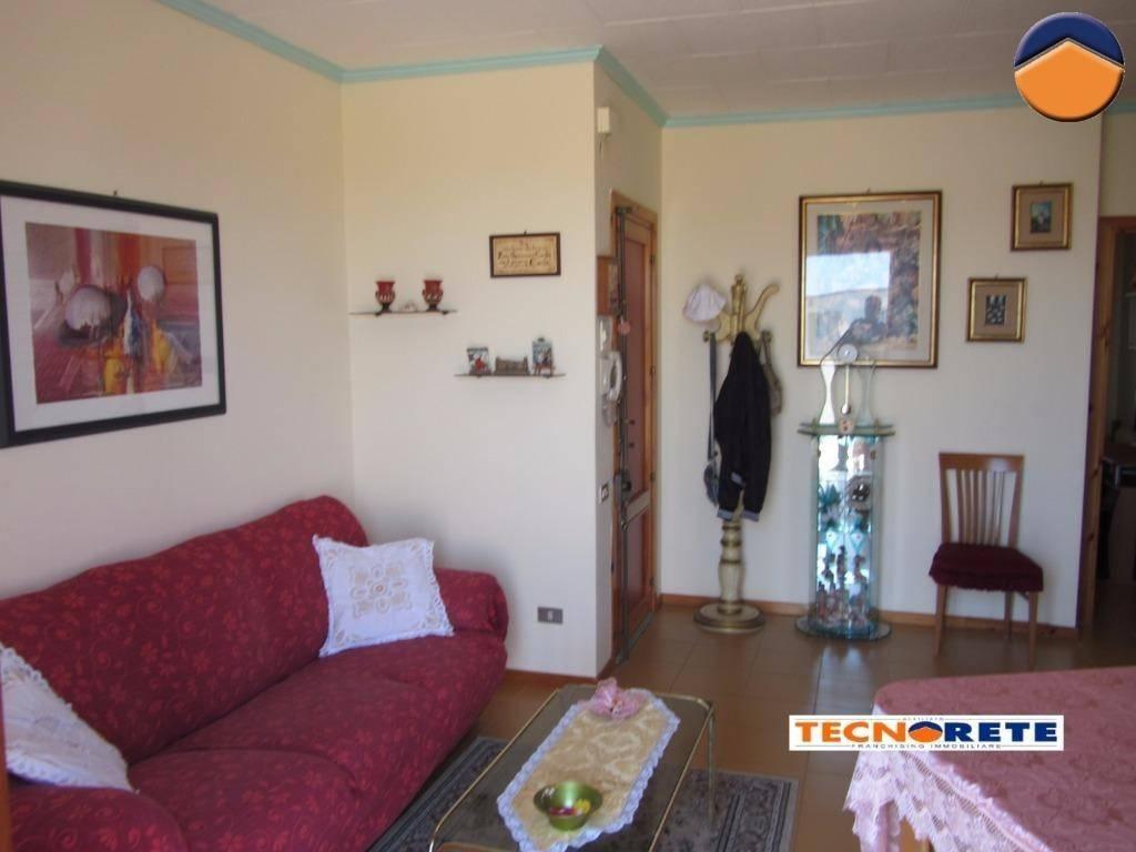 Appartamento in buone condizioni in vendita Rif. 9160871