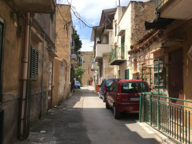 Appartamento in Affitto a Palermo Semicentro: 2 locali, 65 mq