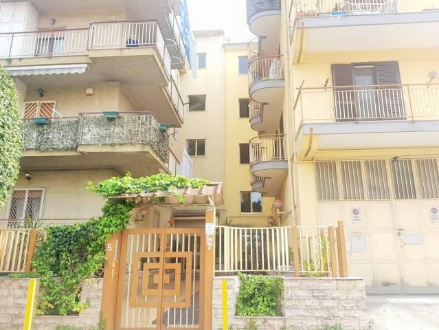 Appartamento in buone condizioni arredato in vendita Rif. 6579174