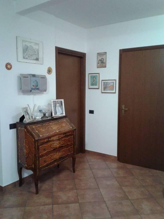 Appartamento in vendita a Gavirate, 2 locali, prezzo € 75.000 | CambioCasa.it