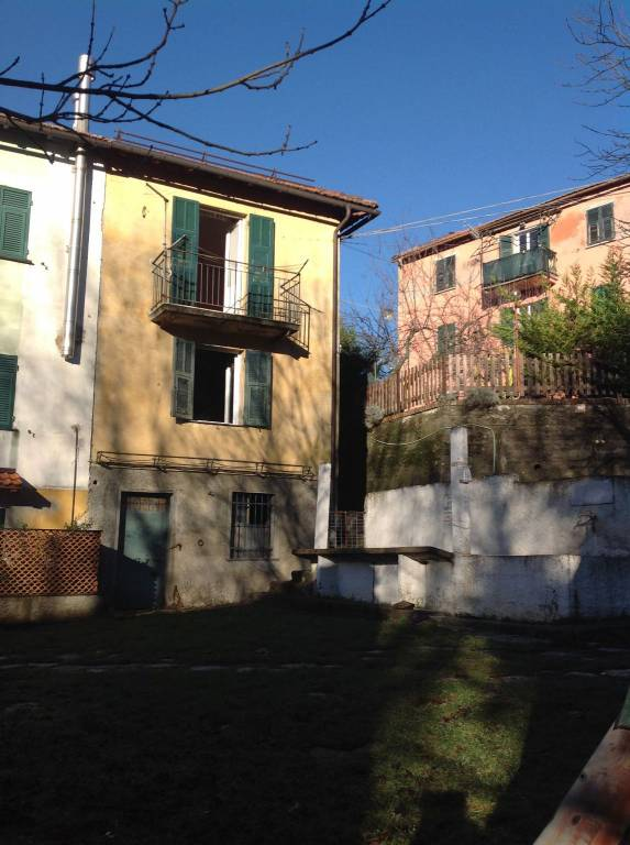Foto 1 di Villa Località Colomba, frazione Colomba, Torriglia