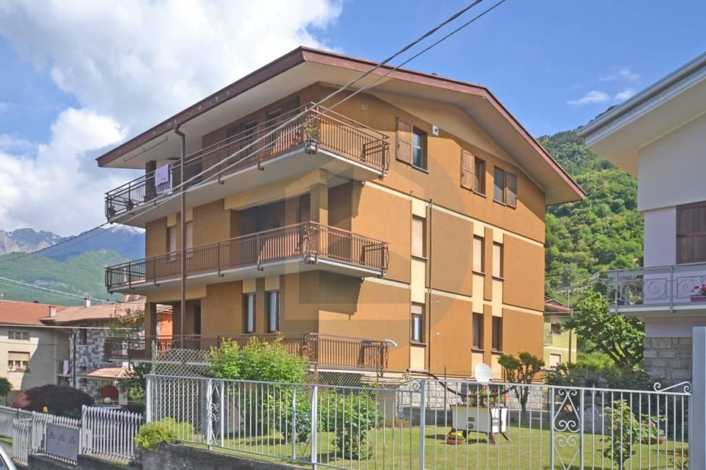 Appartamento in buone condizioni in vendita Rif. 6580388