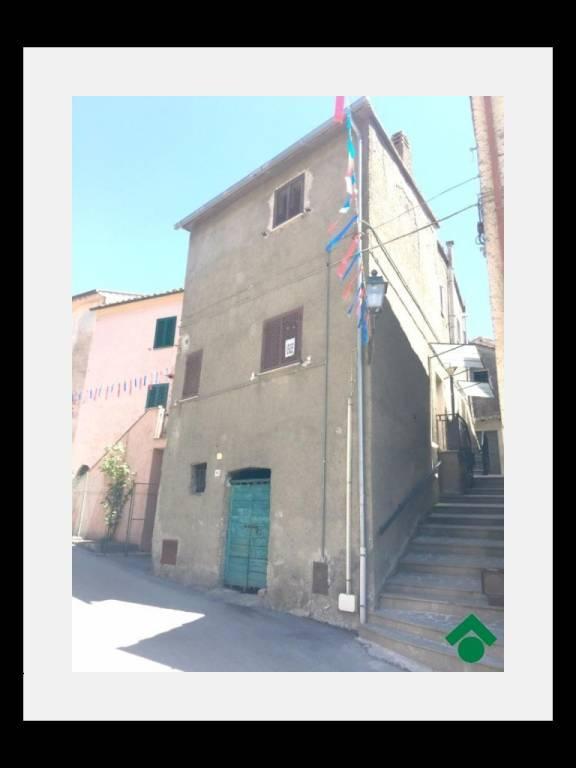 Appartamento in buone condizioni in vendita Rif. 9158174