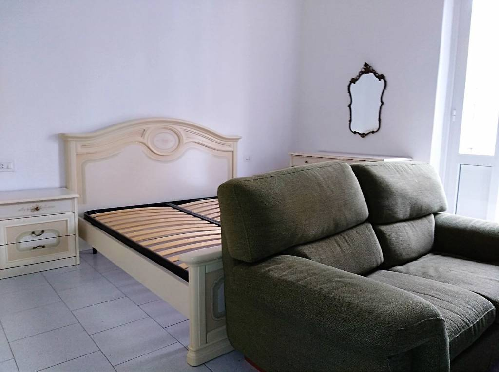 Appartamento in buone condizioni arredato in affitto Rif. 9160285