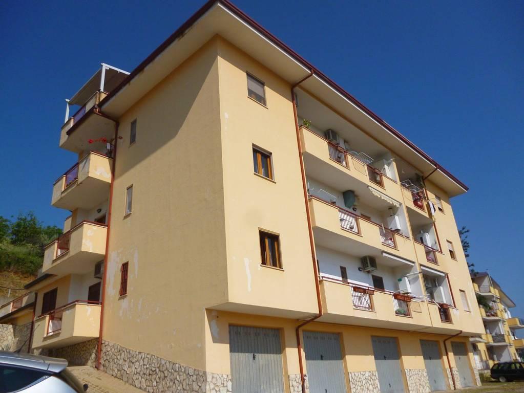 Appartamento in buone condizioni in vendita Rif. 6584774