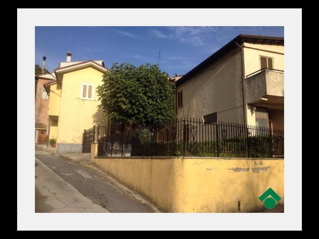 Casa Indipendente in buone condizioni in vendita Rif. 9149400