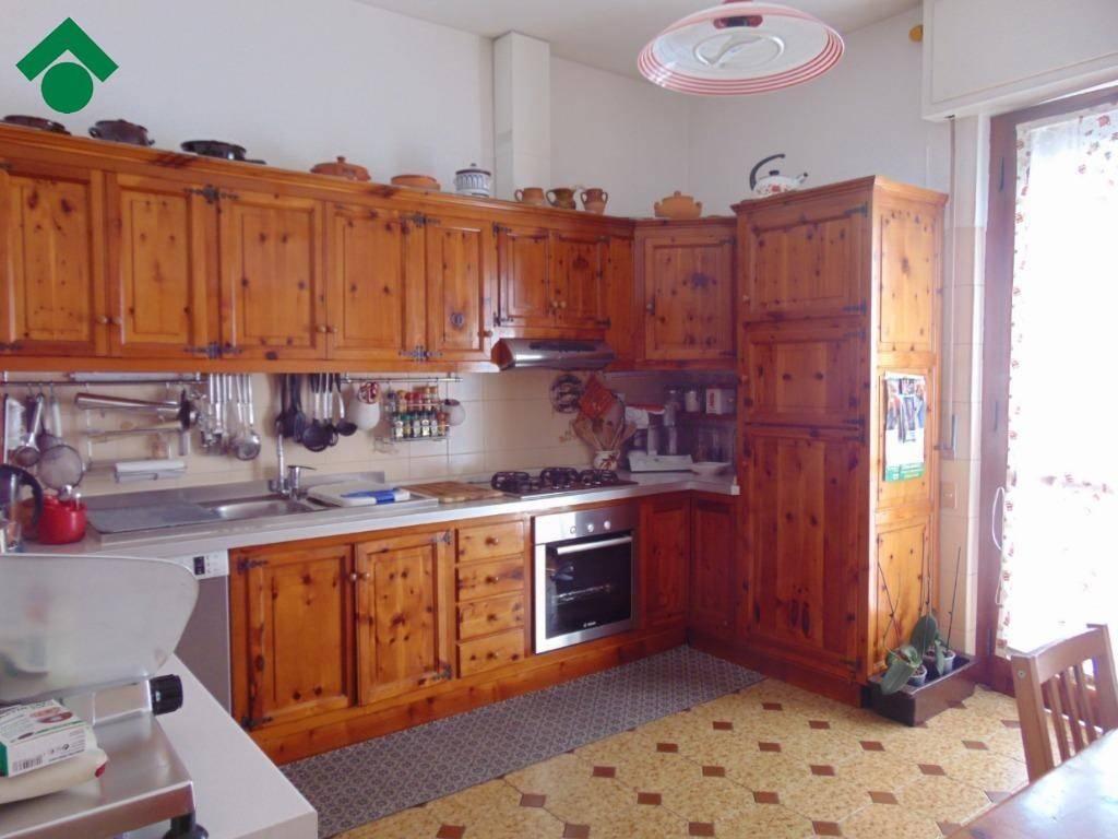 Appartamento in buone condizioni in vendita Rif. 9137522