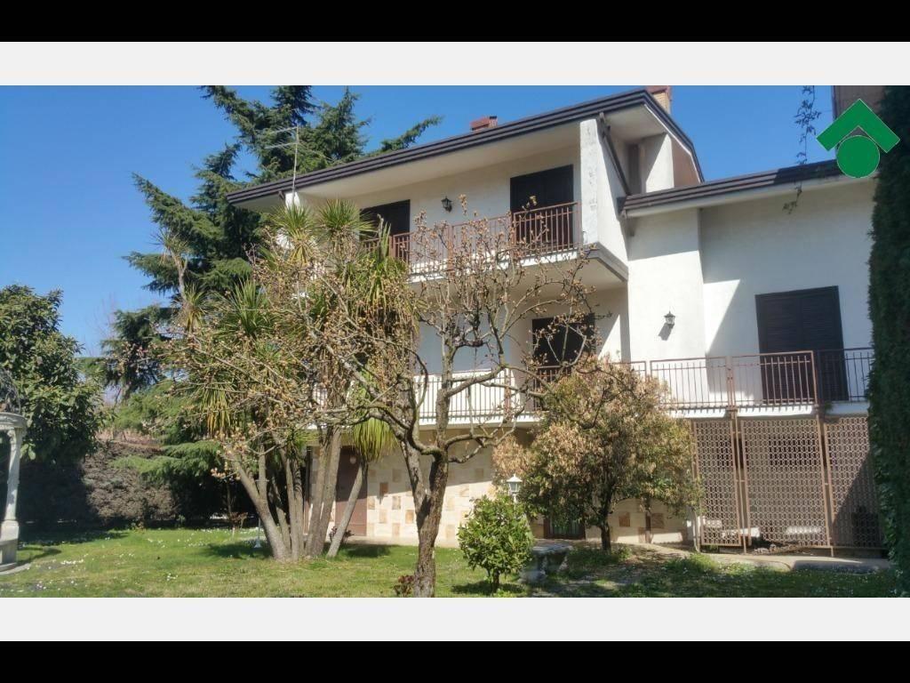 Villa in buone condizioni in vendita Rif. 9143362