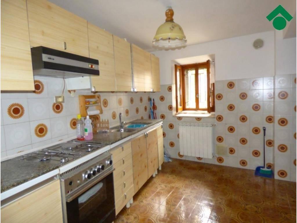 Appartamento in buone condizioni in vendita Rif. 9179491