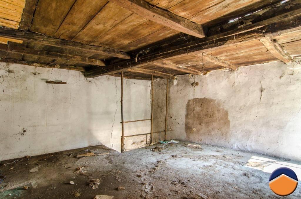 Rustico / Casale da ristrutturare in vendita Rif. 9154564