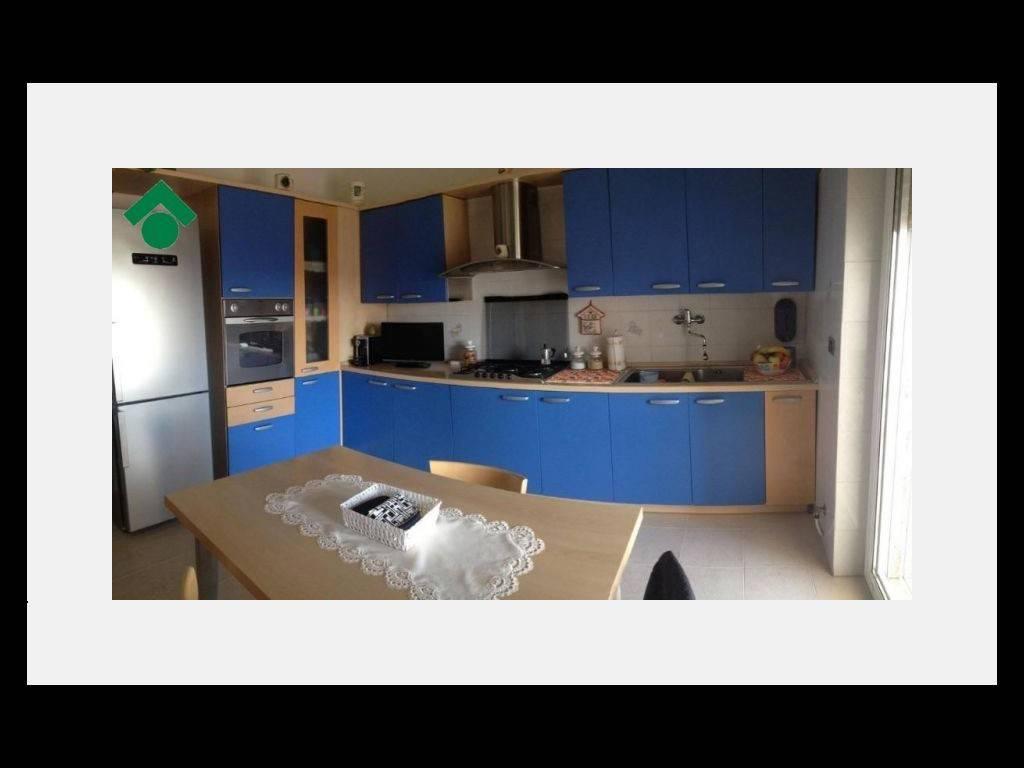 Appartamento in buone condizioni in vendita Rif. 9158574