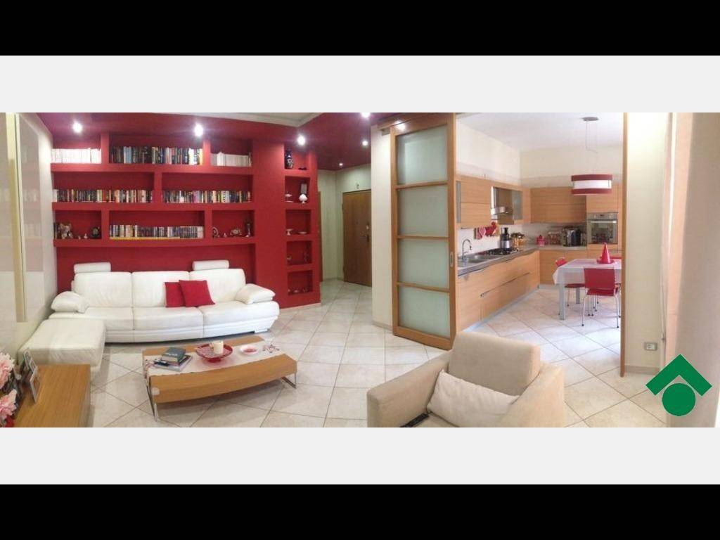 Appartamento in ottime condizioni in vendita Rif. 9158573