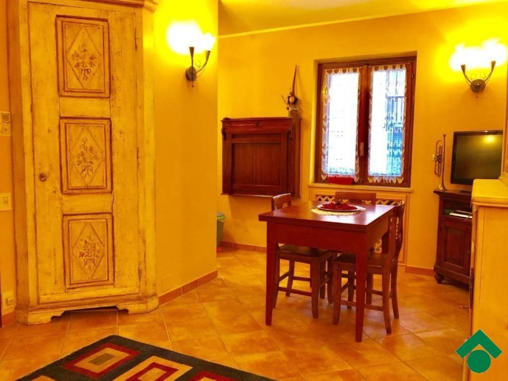 Appartamento in ottime condizioni arredato in vendita Rif. 9156098