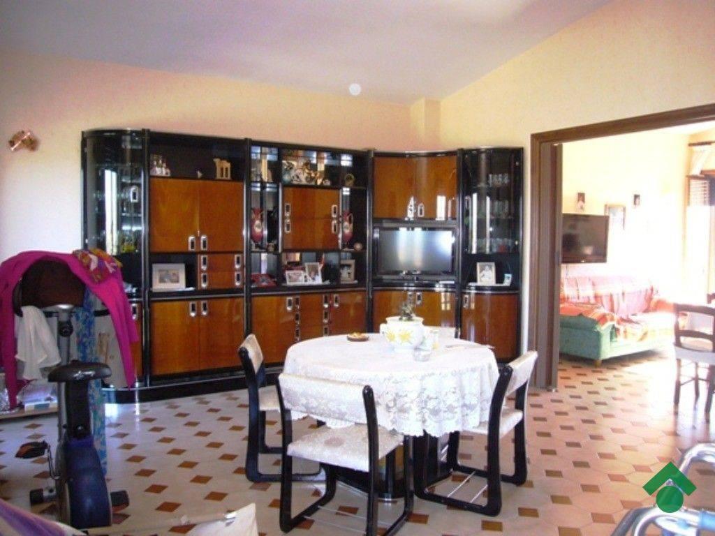 Appartamento in buone condizioni in vendita Rif. 9259681