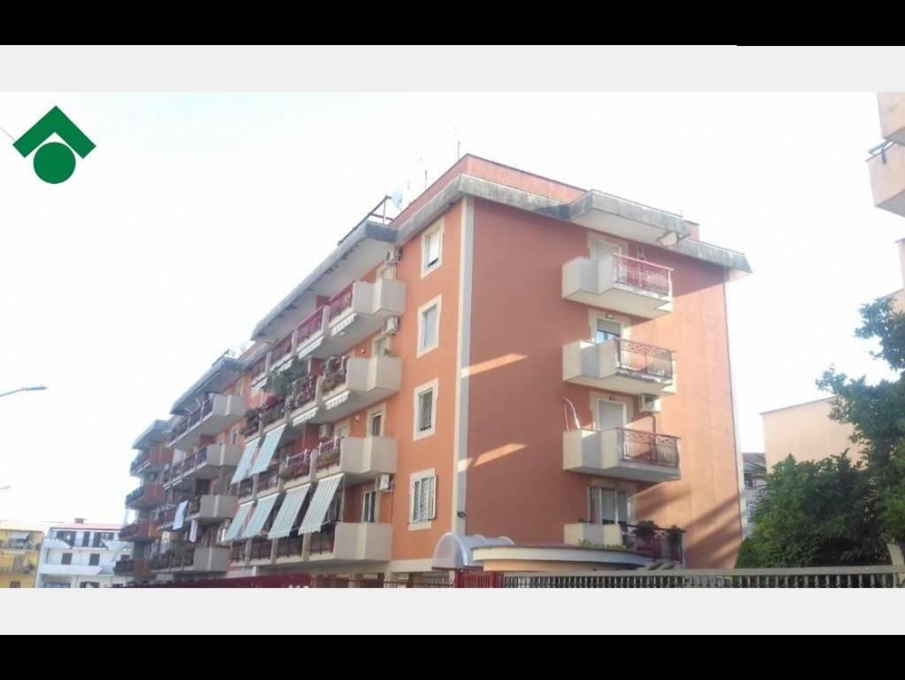 Appartamento in buone condizioni in vendita Rif. 9157762