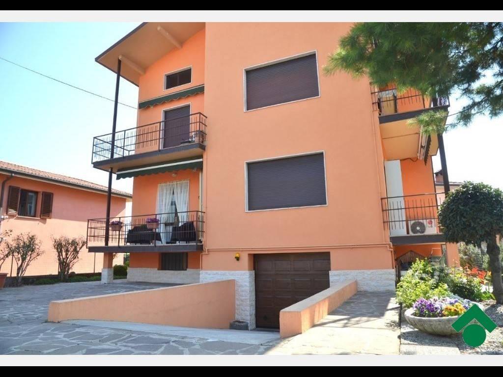 Appartamento in buone condizioni parzialmente arredato in vendita Rif. 9197601