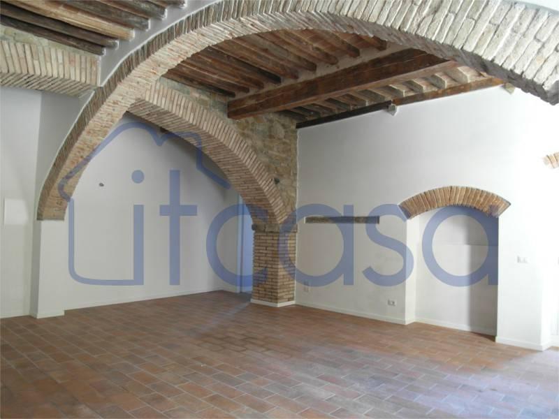 Appartamento da ristrutturare in vendita Rif. 4854765