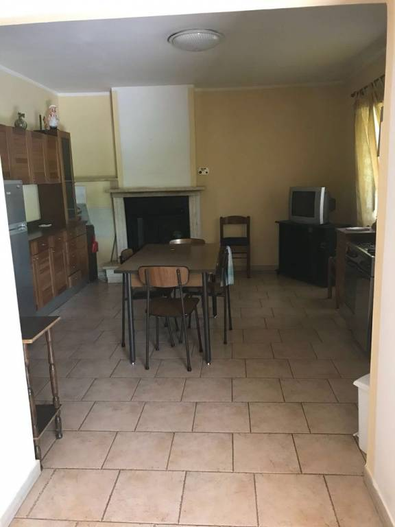Appartamento in buone condizioni in affitto Rif. 6598195