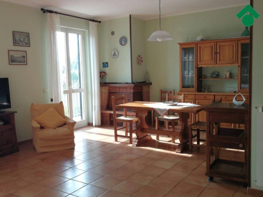 Appartamento in buone condizioni parzialmente arredato in vendita Rif. 9163098