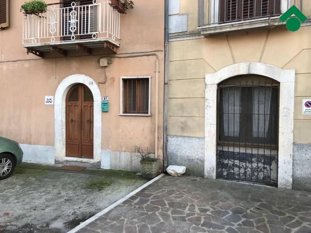 Appartamento in buone condizioni in vendita Rif. 9163698