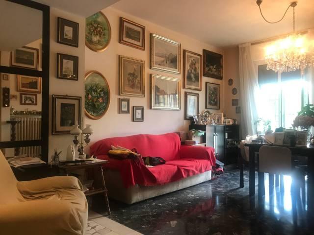 Appartamento in vendita 5 vani 140 mq.  via Tito Azzolini Bologna