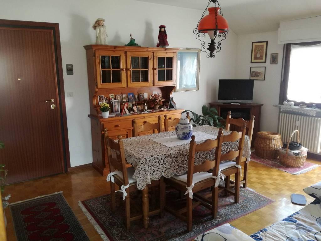Appartamento in buone condizioni arredato in vendita Rif. 6594646