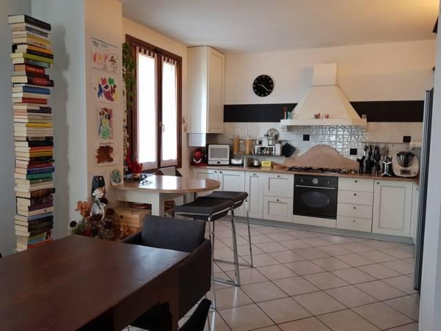 Appartamento in buone condizioni parzialmente arredato in vendita Rif. 6596780