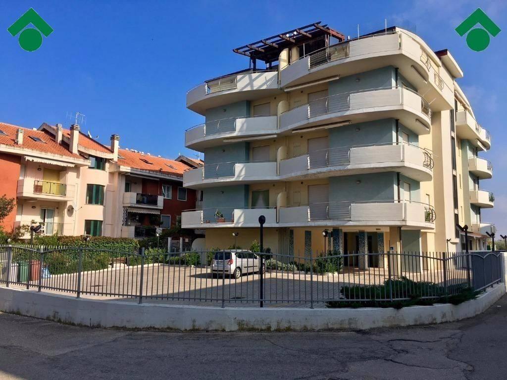 Appartamento in ottime condizioni in vendita Rif. 9164142