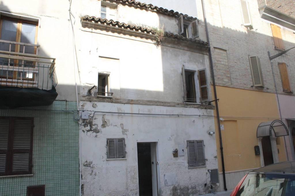 Casa Indipendente da ristrutturare in vendita Rif. 9139478