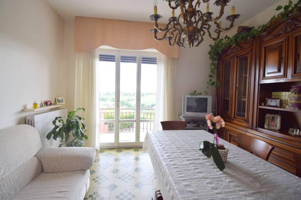 Appartamento in buone condizioni in vendita Rif. 6608009