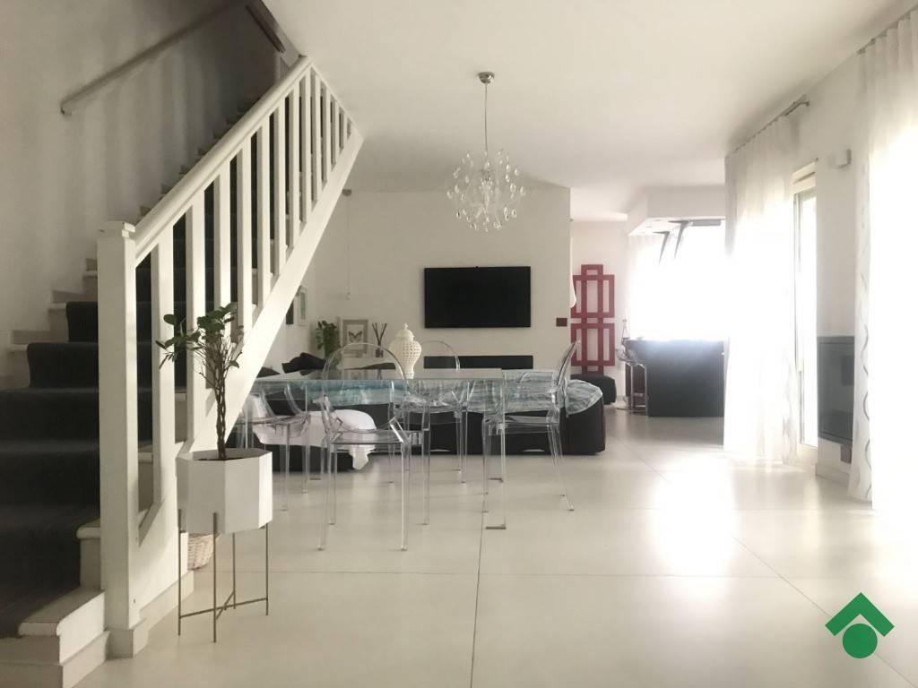 Appartamento in ottime condizioni in vendita Rif. 9226297