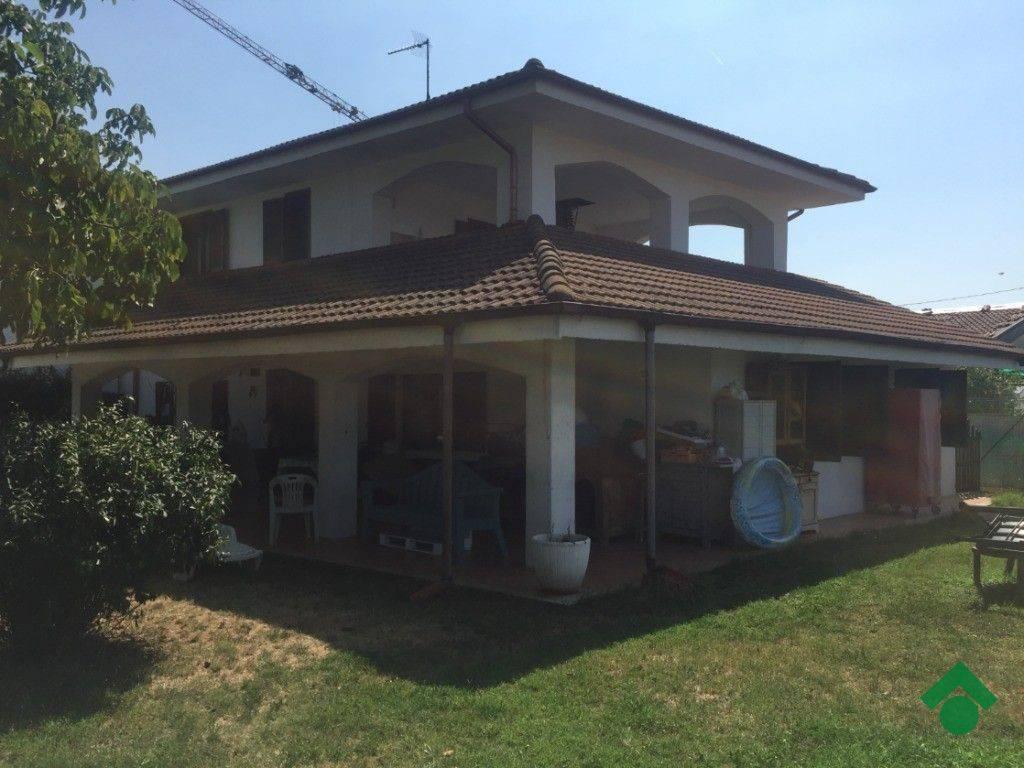 Appartamento in buone condizioni in vendita Rif. 9181077