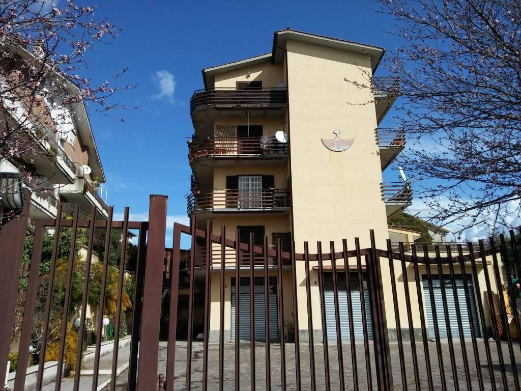 Appartamento in buone condizioni parzialmente arredato in vendita Rif. 8107685