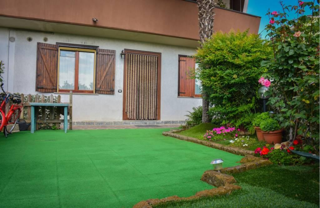 Appartamento in buone condizioni parzialmente arredato in vendita Rif. 8761652