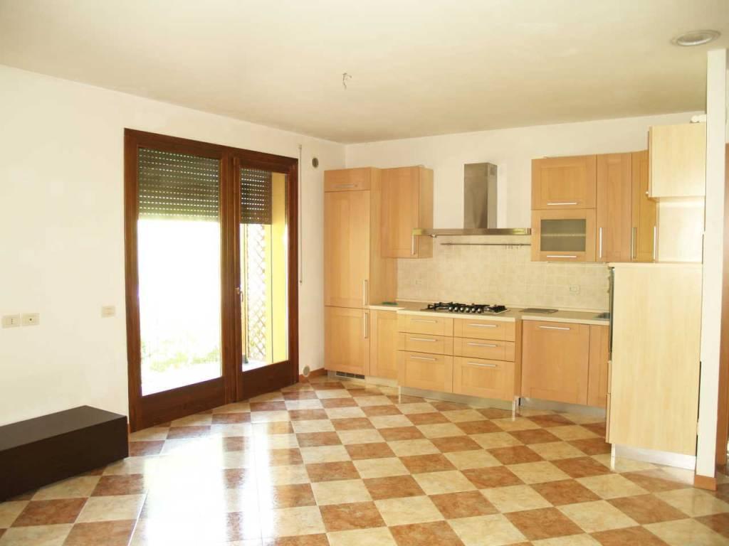 Appartamento in ottime condizioni in vendita Rif. 6628548
