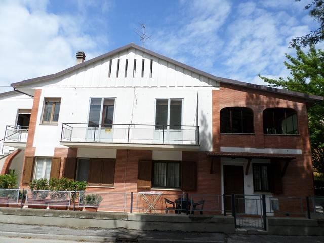 Appartamento in Vendita a Passignano Sul Trasimeno: 5 locali, 170 mq