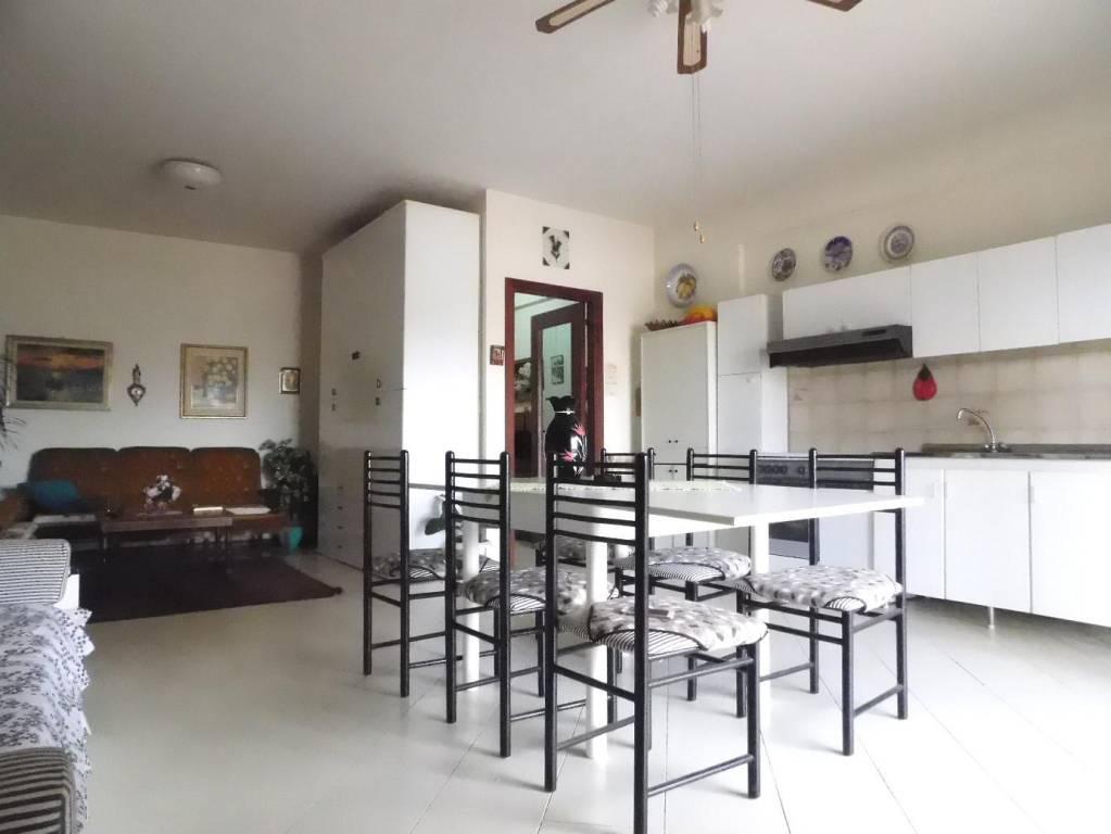 Appartamento in ottime condizioni arredato in vendita Rif. 6625544