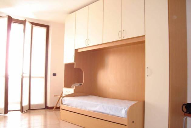 Appartamento in buone condizioni arredato in affitto Rif. 6650671