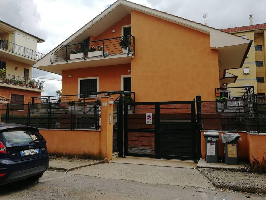 Appartamento in ottime condizioni parzialmente arredato in vendita Rif. 7378087