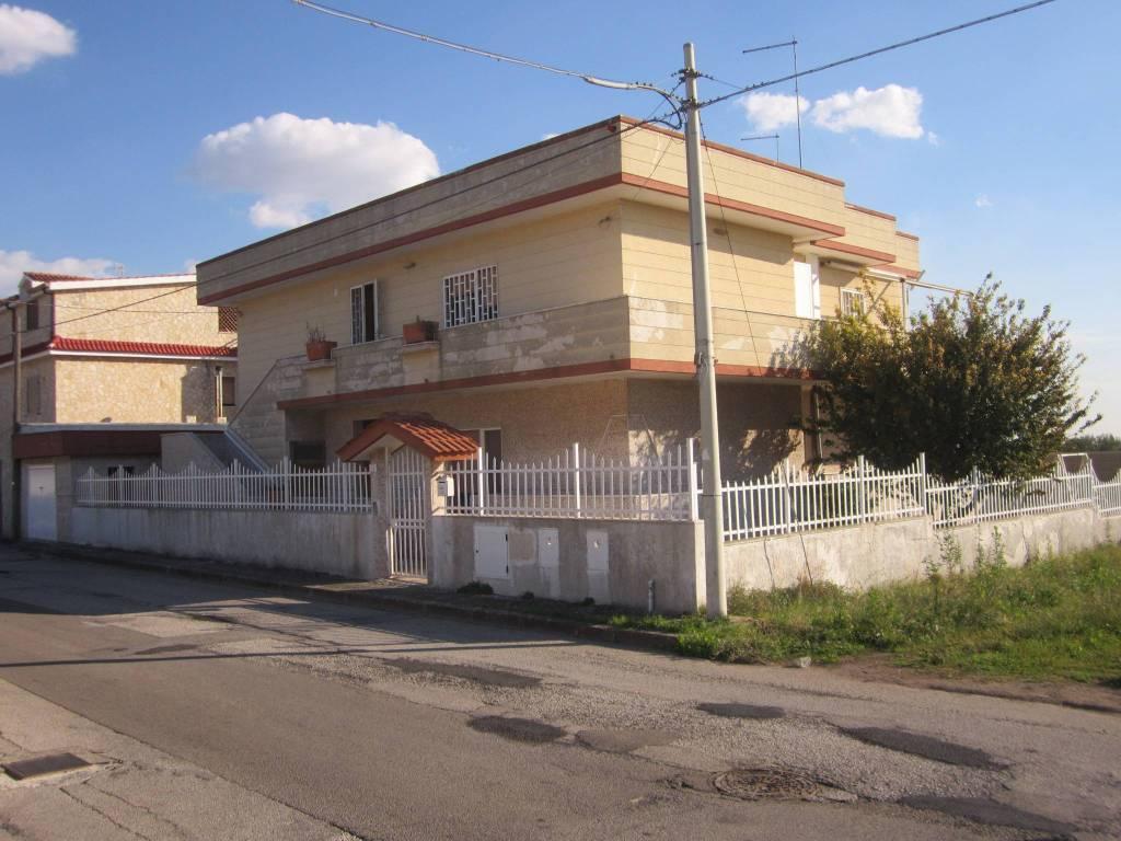Appartamento in buone condizioni in vendita Rif. 8659189