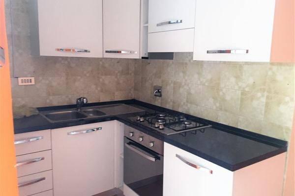 Appartamento in buone condizioni in affitto Rif. 6624399