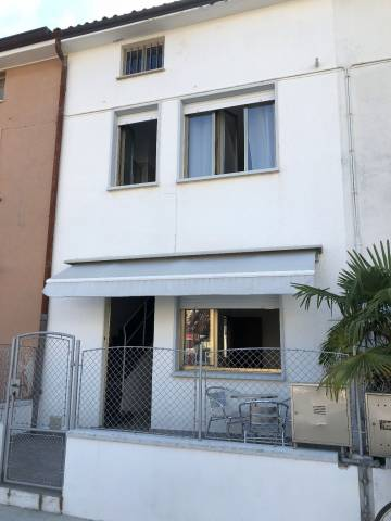 Casa indipendente 6 locali in vendita a Grado (GO)