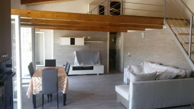 Appartamento in ottime condizioni parzialmente arredato in vendita Rif. 6626538