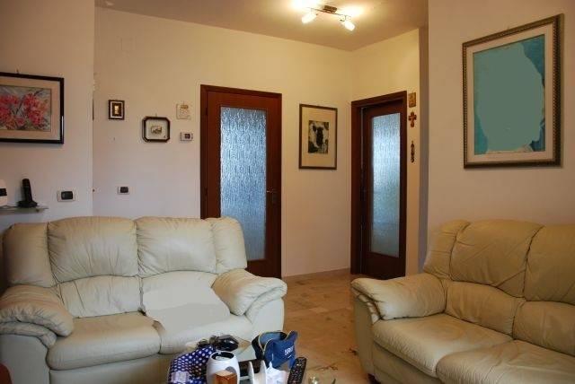 Appartamento in buone condizioni in vendita Rif. 6624158