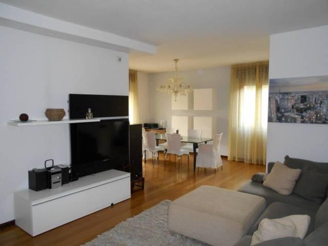 Appartamento 5 locali in vendita a Modena (MO)