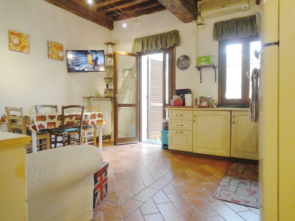 Appartamento in ottime condizioni arredato in affitto Rif. 7677029