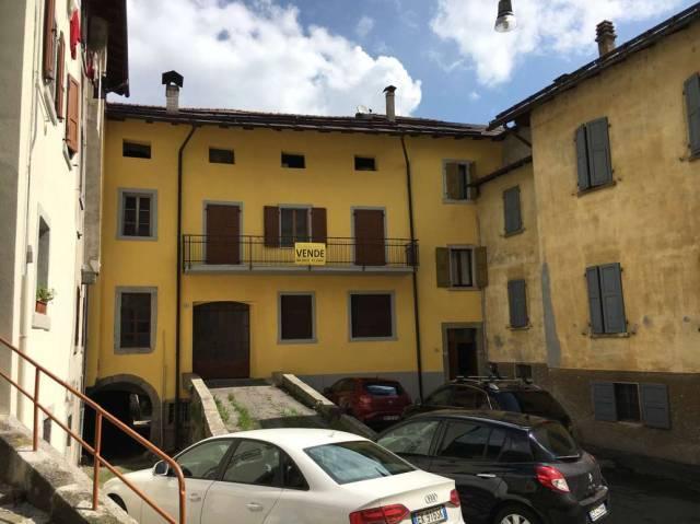Appartamento da ristrutturare parzialmente arredato in vendita Rif. 6644783